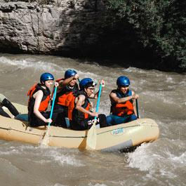 Sports d'eau vive rafting kayak